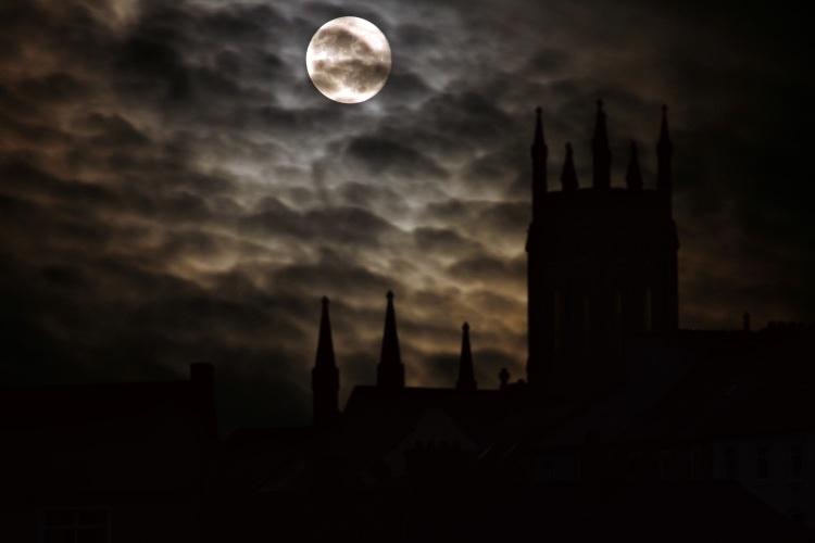 full-moon-2097326