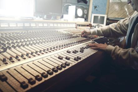 sound-studio-407216_1920